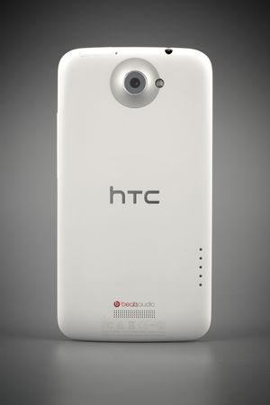 Задняя сторона смартфона HTC One X