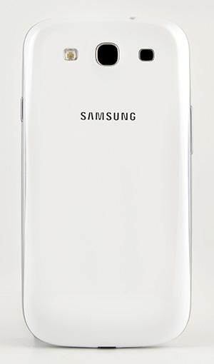 Обзор Samsung Galaxy S 3. Обратная сторона корпуса коммуникатора