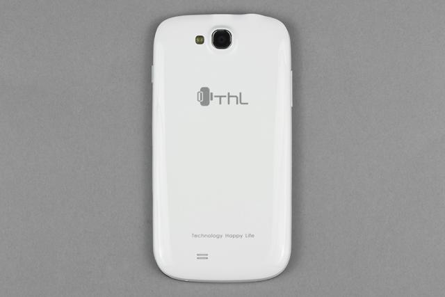 Обзор ThL W8. Обратная сторона коммуникатора