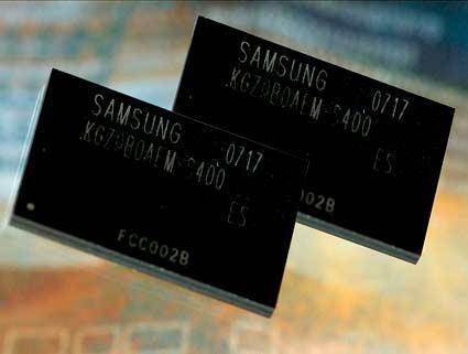Samsung. moviMCP, основанный на встроенной (moviNAND) памяти, обеспечивает простоту компоновки элементов памяти при...
