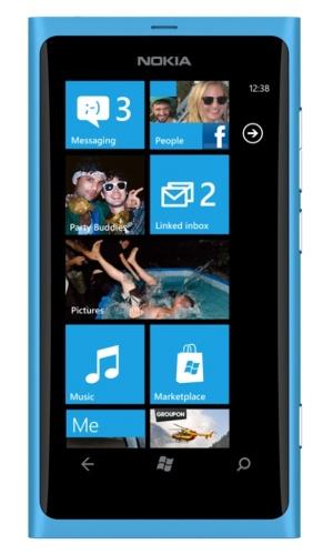 Nokia Lumia 800, передняя панель