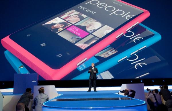 презентация Nokia Lumia 800 на