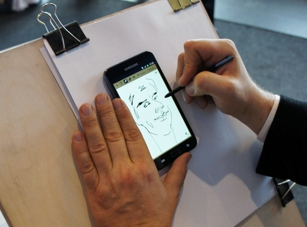 и телефон чтобы картинки пальчиком листать распространенный аксессуар для