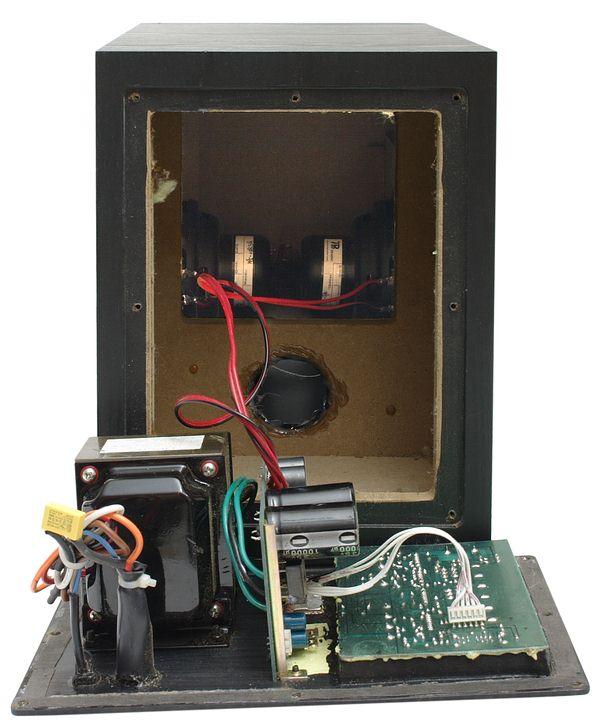 Микросхема TDA 8920B работает в классе D. Напомним, что основным...