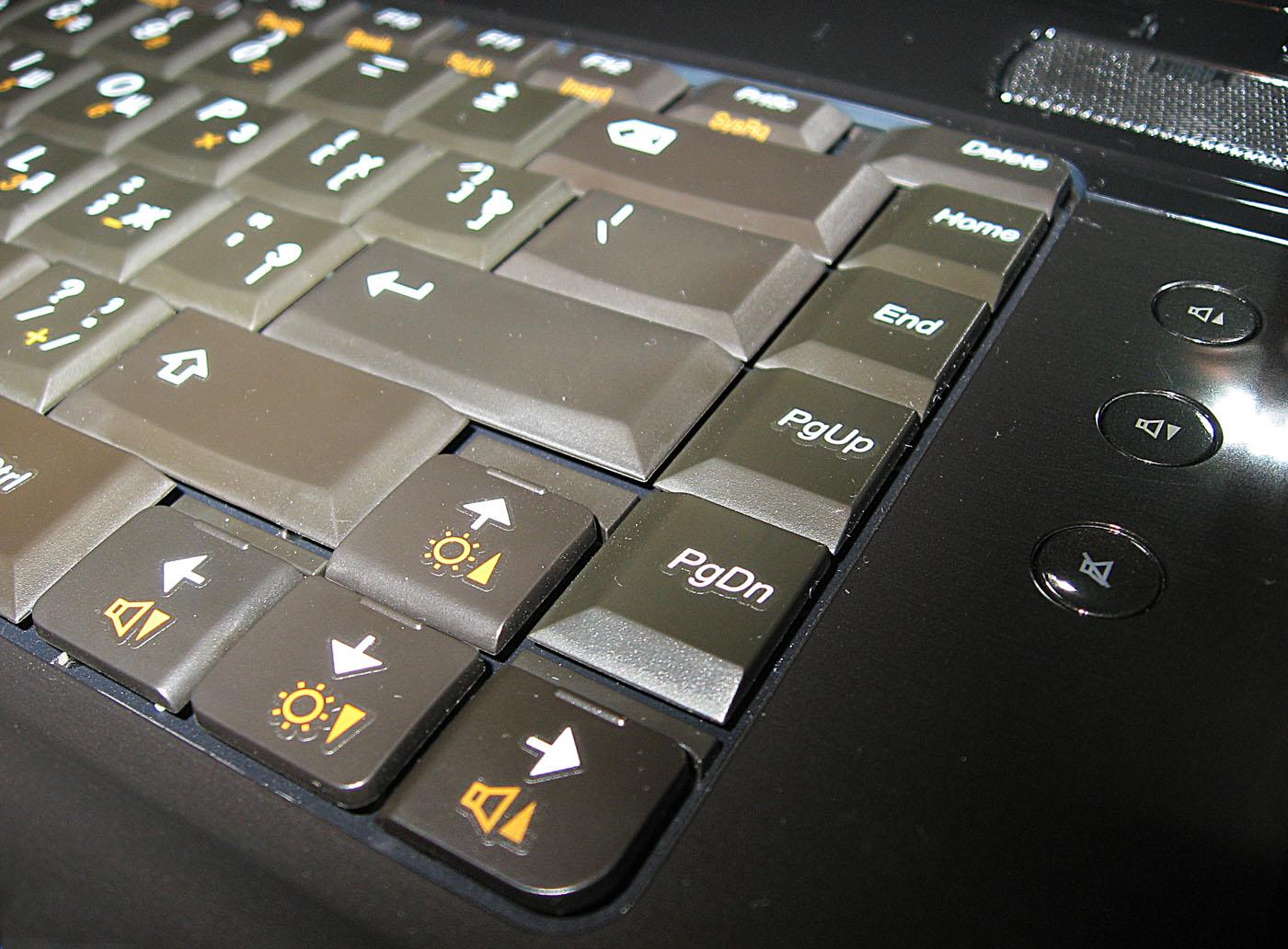 ...блока, Home/End/PgUp/PgDown, как мы уже отмечали, выстроились вертикальной линией в правой части клавиатуры.