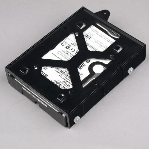 Накопитель 3,5″ высотой 26 мм в лотке корпуса Corsair Crystal Series 570X RGB