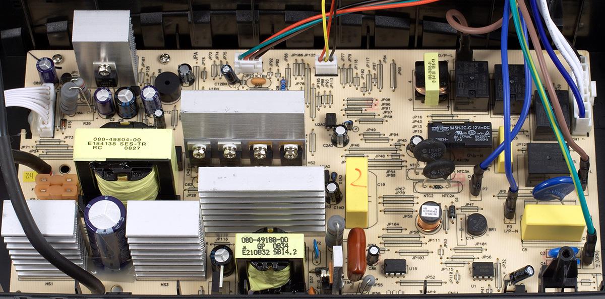 ...электроники и монтаж элементов на ней выполнены качественно, подписано соответствие элементов принципиальной схеме.