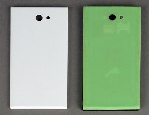 Оригинальная (слева) и напечатанная крышки для смартфона Jolla