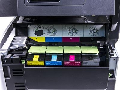 Цветной принтер Lexmark CX510de, установка тонер-картриджей