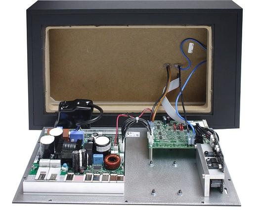 Внутри корпус монитора