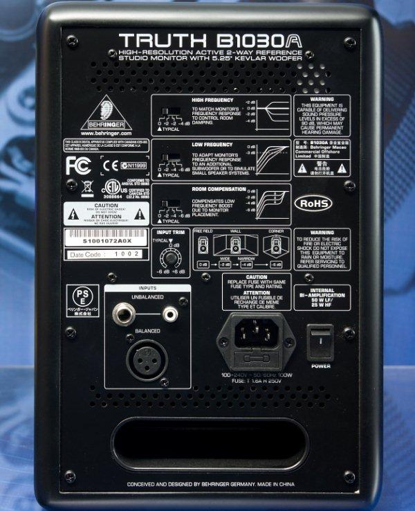 Акустическим оформлением мониторов является схема с фазоинвертором.  Отверстие щелевого фазоинвертора выведено в...