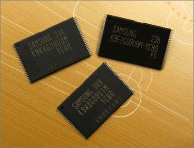 Samsung анонсировала 2 Гбит микросхемы NAND-флэш, выполненные по 90-нм технологии.
