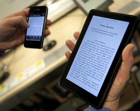 Apple помогла издателям поднять цены на электронные книги