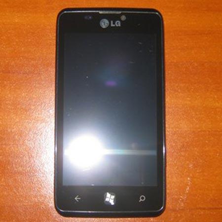 В Сети появились «шпионские» снимки смартфона LG Fantasy с ОС Windows Phone