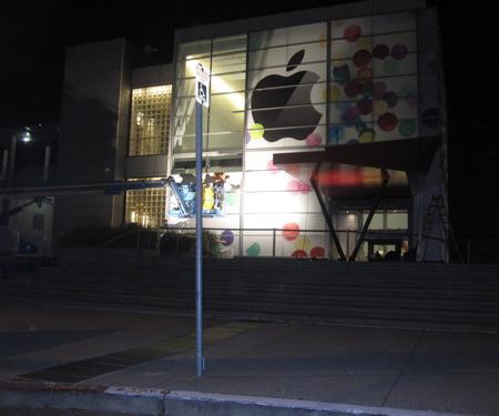Apple уже начала подготовку здания Центра к своему мероприятию