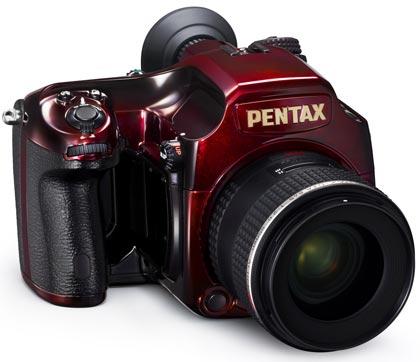 PENTAX отмечает получение награды Grand Prix Japan 2011 «Camera of the Year» выпуском ограниченной партии камер 645D