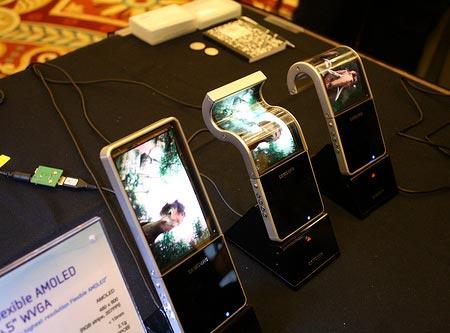 В будущем году Samsung начнет серийный выпуск гибких дисплеев AMOLED