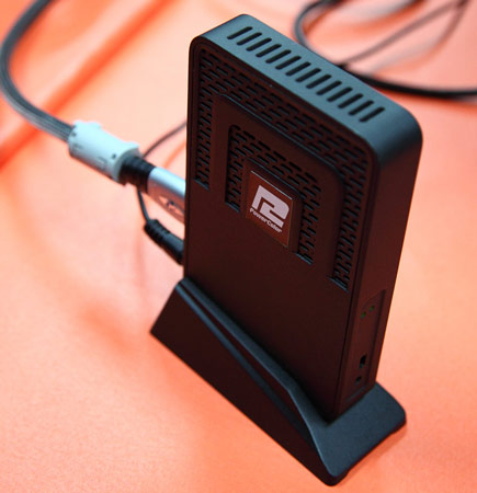 черная коробочка — чудо инженерной мысли PowerColor для беспроводной передачи изображения, звука и USB