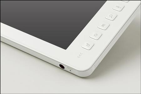 Конструкторы планшета Amlogic 8726-M не поскупились на кнопки
