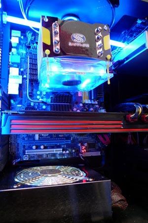 3D-����� Sapphire Radeon HD 6990 ������ ������� ��