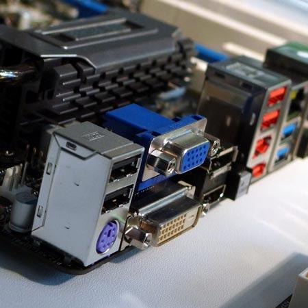Плата Z68 Extreme4 имеет видеовыходы