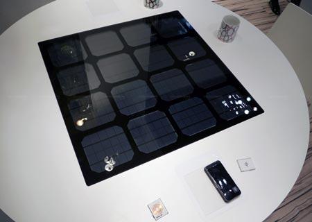 Прототип стола с солнечной батареей для бесконтактной подзарядки мобильных устройств