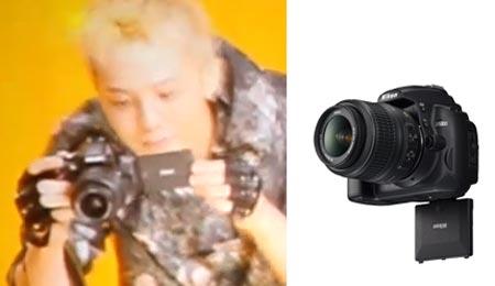 У камеры D5000 экран поворачивается вниз, а у камеры на кадре из ролика — в сторону
