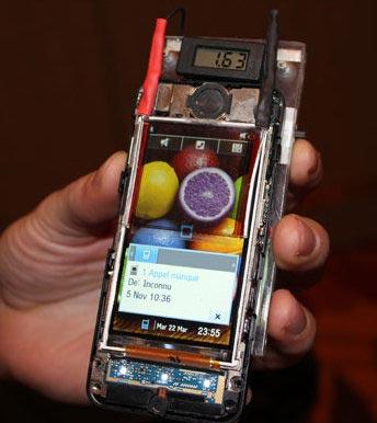 Прототип прозрачного солнечного элемента поверх экрана, который увеличит автономность мобильных устройств