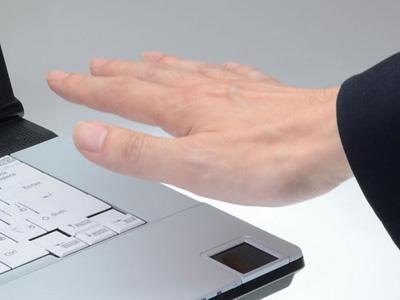 Fujitsu LifeBook E741C оснащен биометрическим датчиком, распознающим сосудистый рисунок руки