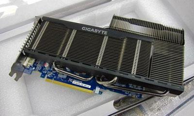 GIGABYTE GV-R677SL-1GD оснащена пассивной системой охлаждения