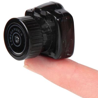 «Самая маленькая камера в мире» производства Hammacher Schlemmer имеет размеры 28,5 х 25,4 х 26,9 мм