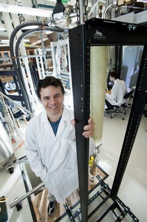 """Фотоэлектрические свойства углеродного наноматериала проявляются в  """"очень широком спектре энергий """"."""