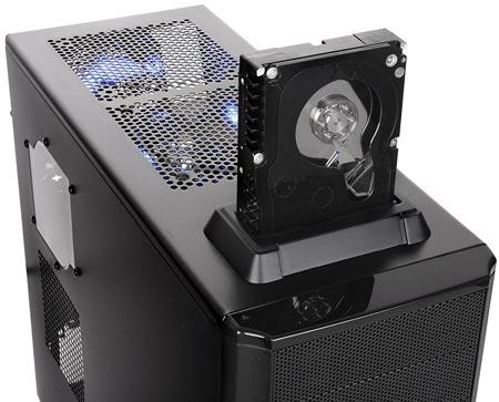Thermaltake представила компьютерный корпус V3 BlacX Edition