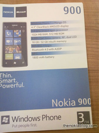 Печатный буклет приводит перечень основных характеристик смартфона Nokia 900