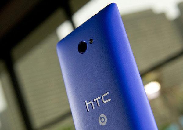 HTC не будет выпускать смартфон с большим экраном и Windows Phone 8