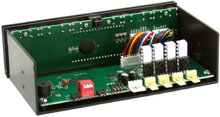 Панель управления контроллера вентиляторов Scythe Kaze Master Flat Fan прикрыта декоративной крышкой