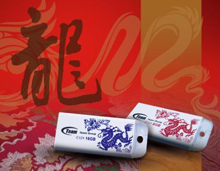 «Флэшка» Team C121 Lucky Dragon украшена символом года