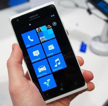 MWC 2011: Nokia анонсировала новые версии смартфона Lumia 900, назвала цену и срок начала поставок