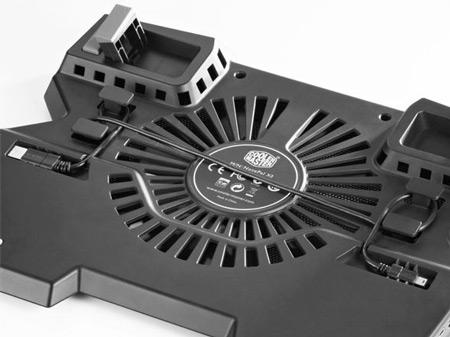 В охлаждающей подставке для ноутбуков Cooler Master NotePal X3 установлен 200-миллиметровый вентилятор