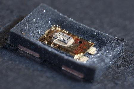 CES 2012: NXP показала сверхкомпактный высокоточный MEMS-синтезатор частоты