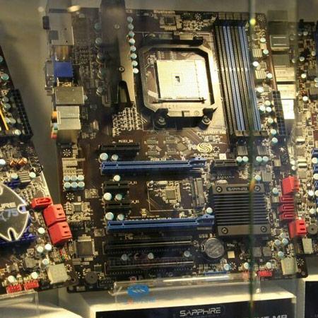 Системная плата Sapphire Pure Platinum A85XT поддерживает APU Trinity в исполнении FM2