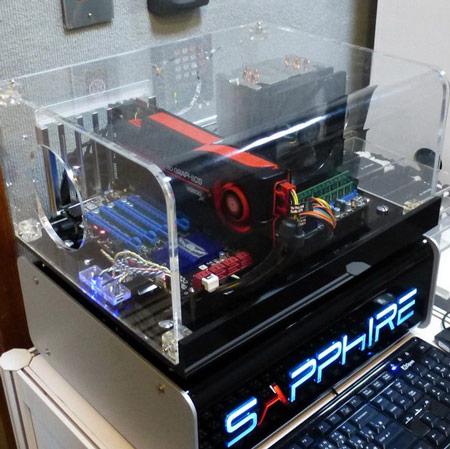 Sapphire подключает к одной 3D-карте ATI Fire Pro дюжину мониторов суммарным разрешением 6480 х 3840 пикселей