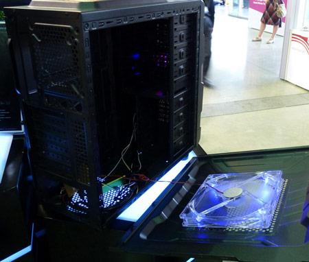 В корпусах для ПК SUC используются огромные бесшумные вентиляторы