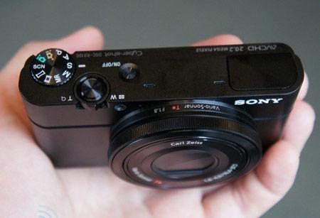 Sony Cyber-shot RX100 — первая в мире компактная камера с дюймовым датчиком и светосильным объективом