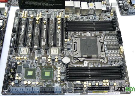Конструкторы платы ASRock X79 Extreme11 не поскупились на ее оснащение