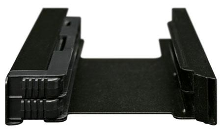 Icy Dock MB082SP позволяет установить два накопителя типоразмера 2,5 дюйма в отсек типоразмера 3,5 дюйма