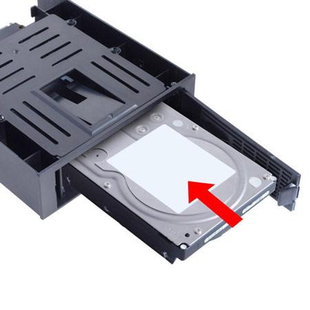 Scythe SCEMR-1000 превращает отсек типоразмера 5,25 дюйма в отсек 3,5 дюйма с возможностью горячей замены