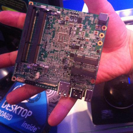 Мини-компьютер Intel NUC на плате размерами 10х10 см оснащен интерфейсами Thunderbolt и USB 3.0