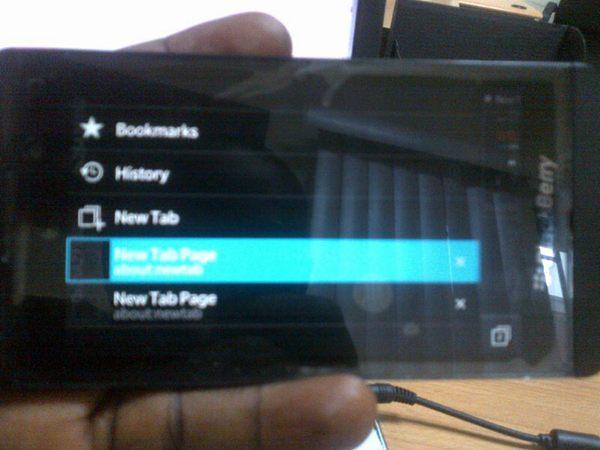 Фото дня: смартфон RIM серии L на платформе Blackberry 10
