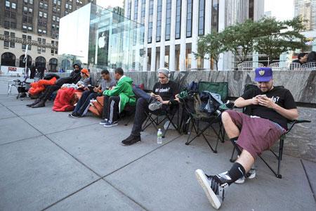 По оценке аналитиков, до конца года может быть продано 58 млн смартфонов Apple iPhone 5